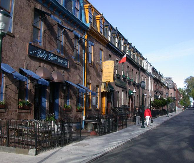 Sansom Street lined by buildings