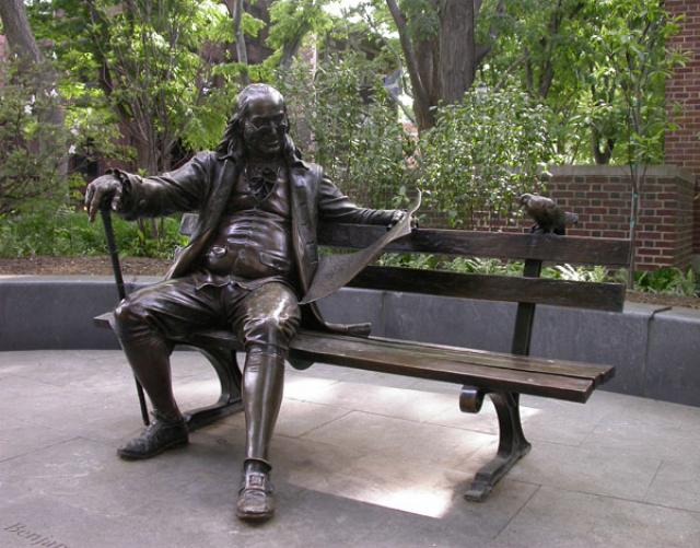 Ben Franklin statue sitting on a park bench