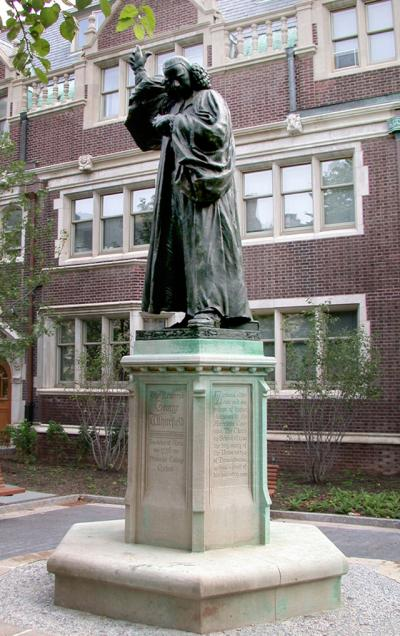 Reverend Whitefield statue on a pedestal
